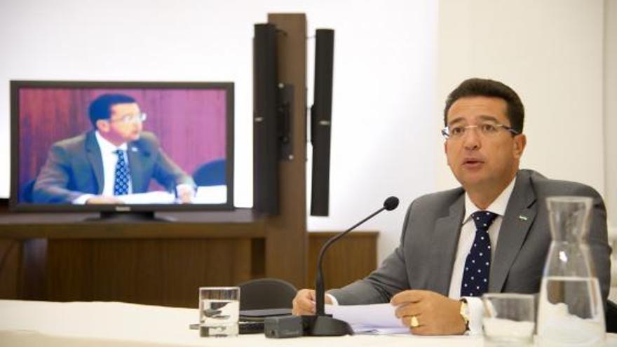 Fernando Manzano es el presidente de la Asamblea