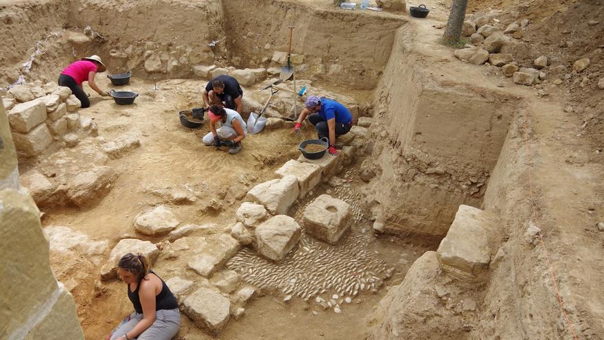 Investigadores de la UPV/EHU descubren cerámicas de hace 4.000 años en el yacimiento de Torrentejo en Labastida (Álava)