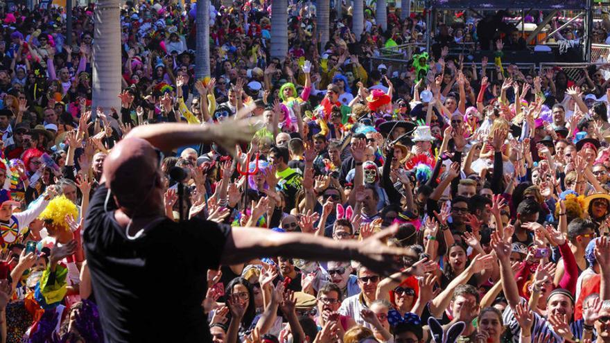 Carnaval de Día en la capital tinerfeña / Jesus D'Sousa