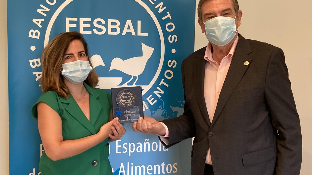 Cristina Ortiz y Miguel Fernandez en el acto de entrega del reconocimiento