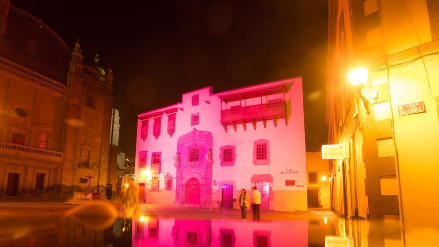 La Casa de Colón se ilumina de rosa para celebrar el Día Internacional de la Niña