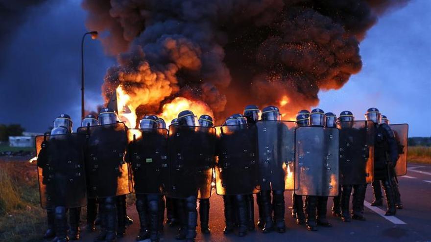 Los paros contra la reforma laboral en Francia se extienden a la electricidad
