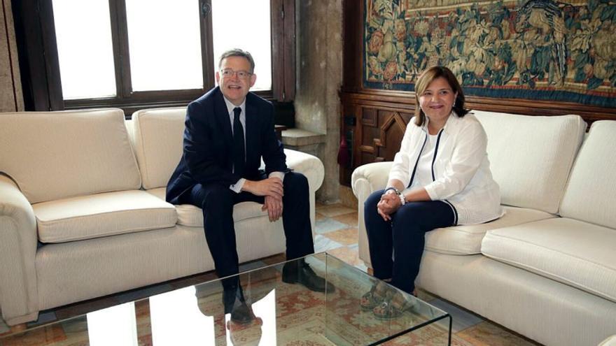 El president de la Generalitat, Ximo Puig, junto a la líder del PPCV, Isabel Bonig