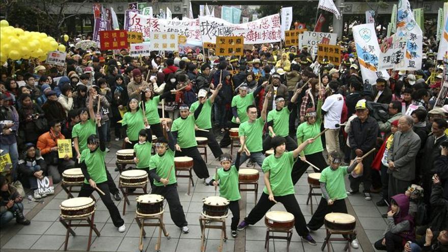 Miles de taiwaneses protestan contra la apertura de una cuarta central nuclear