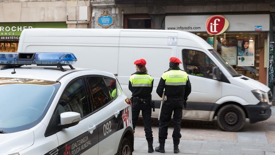 La Policía Municipal de Bilbao pone en marcha una campaña para vigilar el adecuado transporte de mercancías