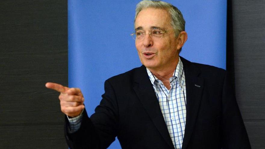 Uribe anima a los colombianos a marchar el 1 de abril contra la corrupción y el Gobierno de Santos