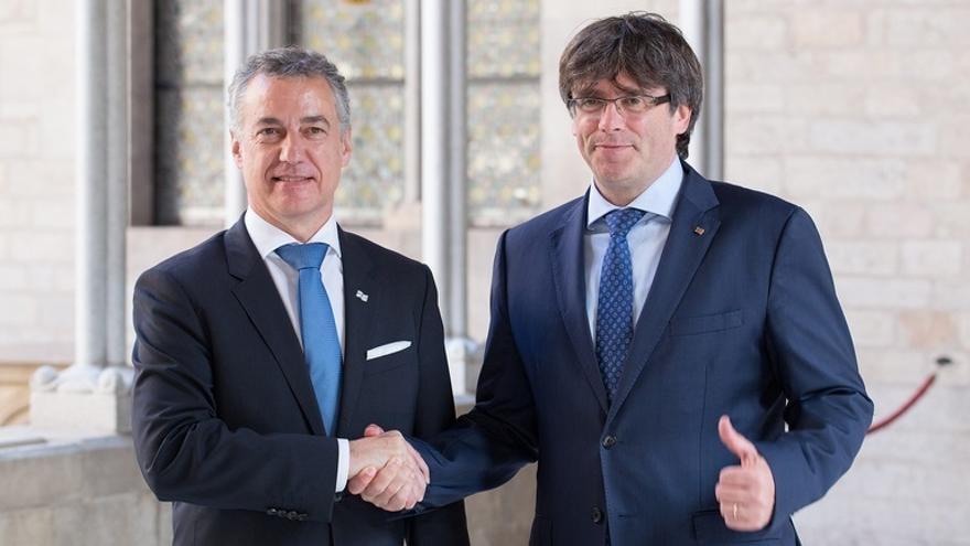 """Urkullu y Puigdemont denuncian """"la quietud"""" impuesta por el PP ante """"las demandas de las naciones que quieren decidir"""""""