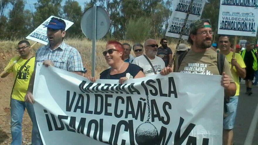 Marcha ecologista al complejo Marina Isla de Valdecañas / Ecologistas en Acción