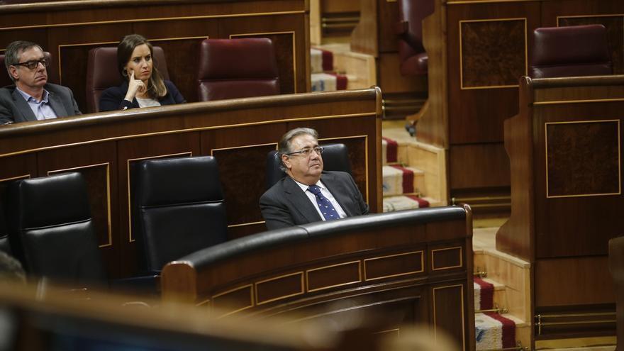 """Zoido promete diálogo para revisar las políticas de Interior pero niega la herencia de """"un pasado negro"""""""