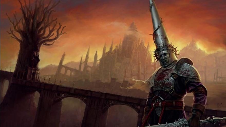 Penitente, el personaje principal de 'Blasphemous', delante de un puente que imita la arquitectura del conocido popularmente en Sevilla como Puente de Triana