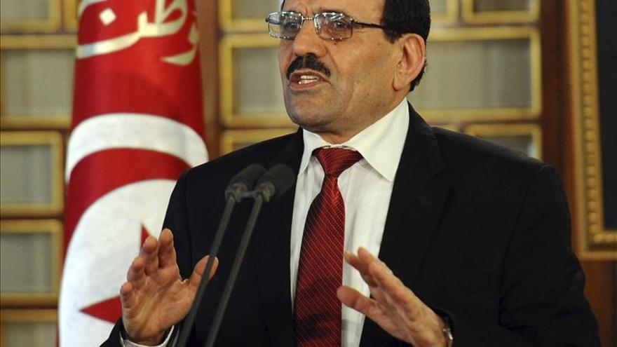 El primer ministro tunecino presentó su dimisión y la del Gobierno