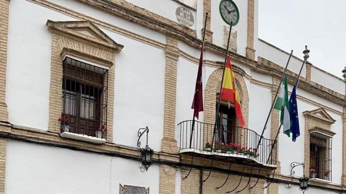 Banderas a media asta en La Rambla.