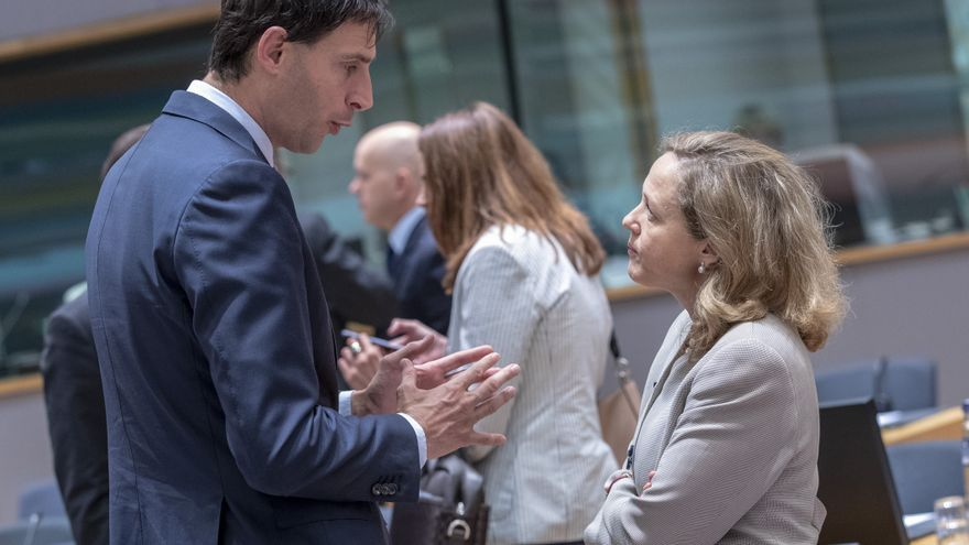 El ministro holandés de Finanzas, Wopke Hoekstra, y la vicepresidenta económica española, Nadia Calviño.