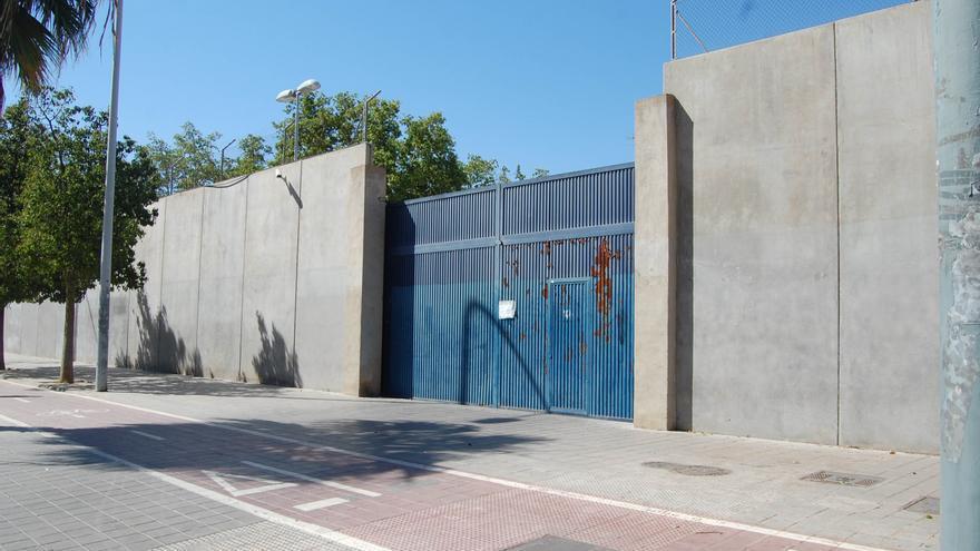Puerta del CIE de Valencia.