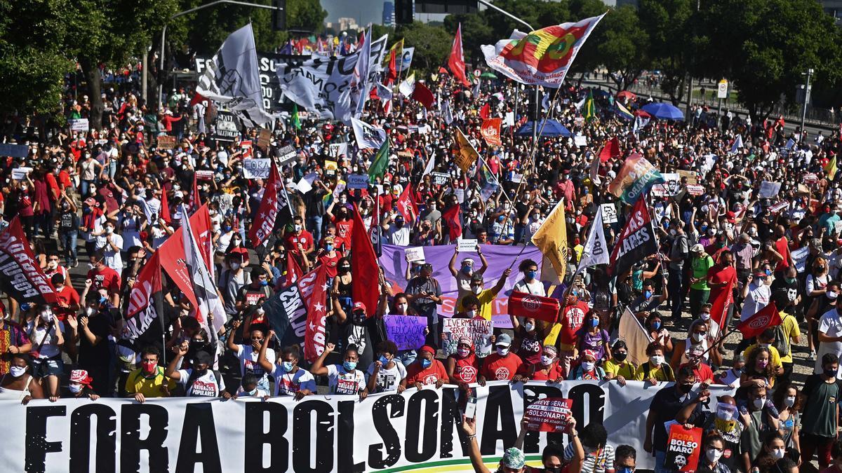 Las calles de más de 90 ciudades brasileñas se llenaron de manifestantes contra Bolsonaro
