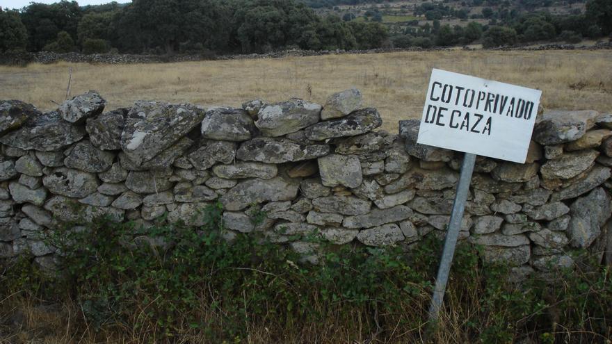 Cartel coto de caza / Foto: Archivo Agrega2