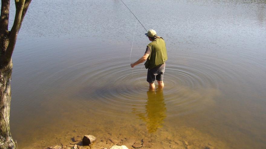 El 1 de mayo arranca la temporada de pesca de salmón y trucha en Navarra