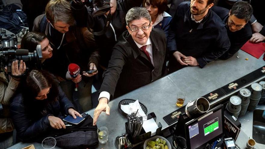 """El izquierdista Mélenchon pide """"prudencia"""" sobre los resultados"""
