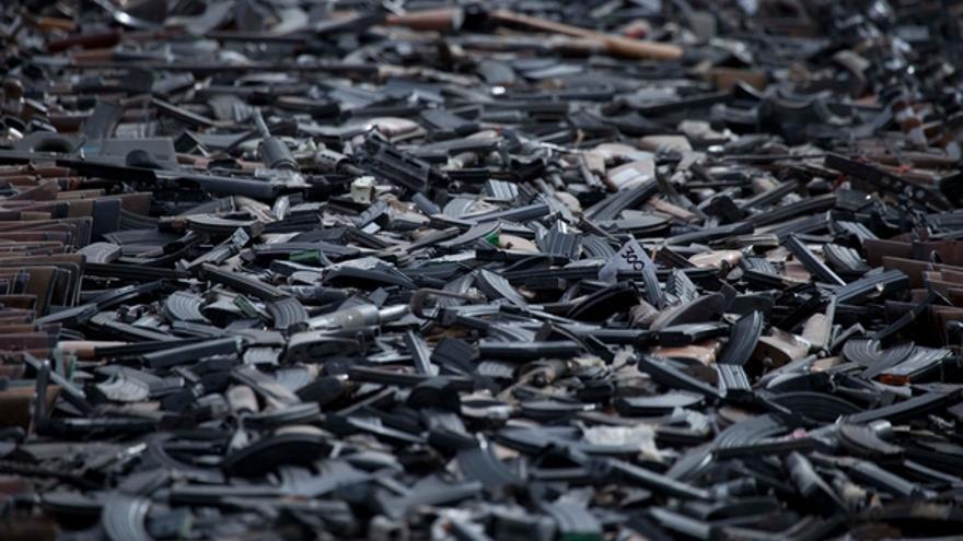 Armas de juego a punto de ser destruidas por el ejército en Ciudad Juárez, México, 16 de febrero de 2012.© AP/PA Photo/Eduardo Verdugo