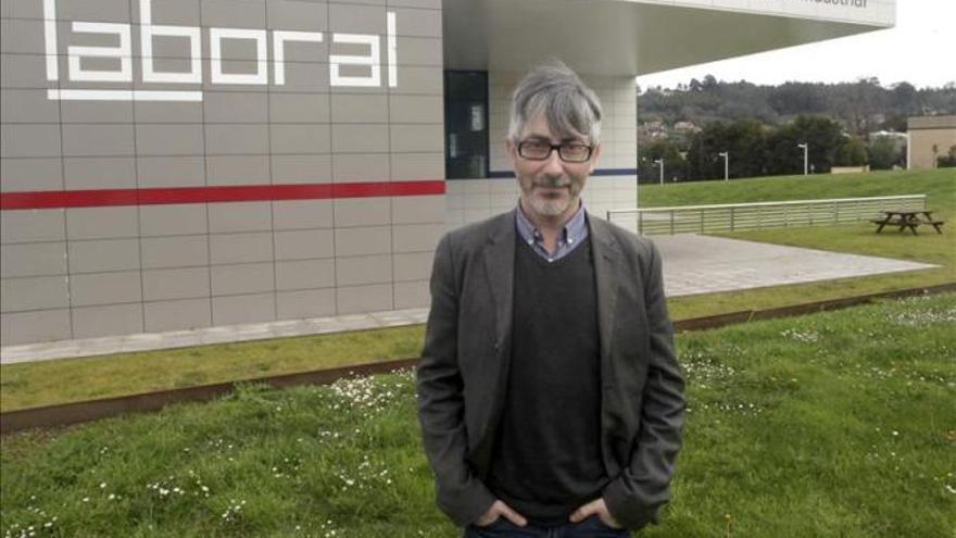 Oscar Abril en 2014, frente a la LaBoral