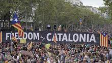 Los radicales toman la calle en Barcelona y Catalunya se sume en una grave crisis política
