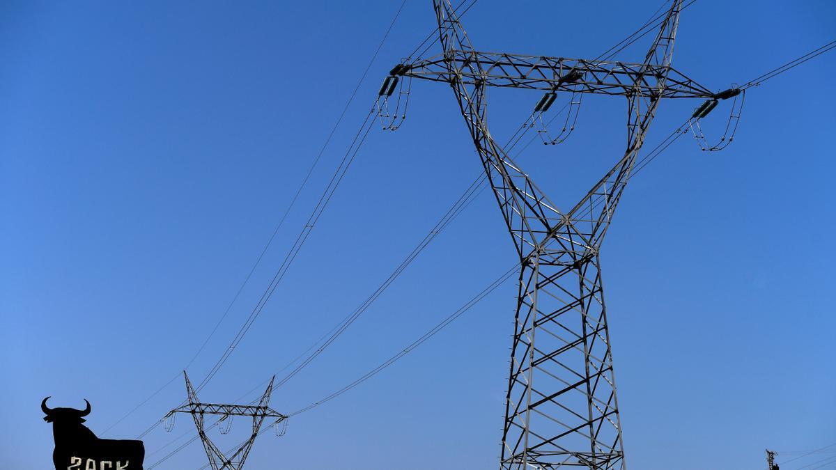 Torretas de alta tensión en una fotografía de archivo.