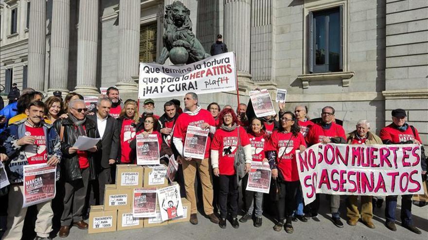 Afectados por la hepatitis C continúan el encierro en el Severo Ochoa de Leganés
