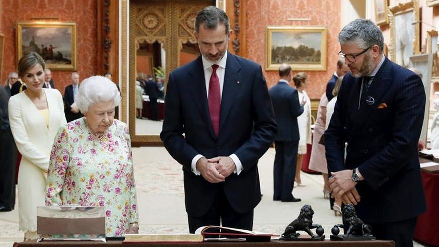 Isabel II cree que ningún desafío impedirá prosperar a España y Reino Unido