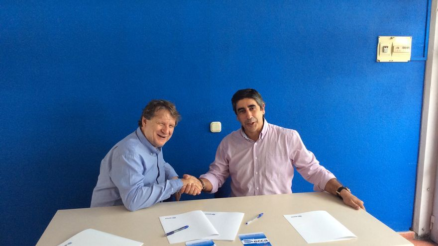 Firma del convenio de colaboración entre Taller Cutillas y Radio Ecca.
