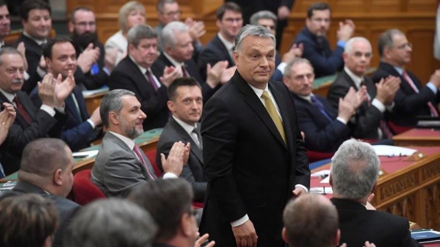 Orbán asegura en su investidura que ha terminado la era de las democracias liberales