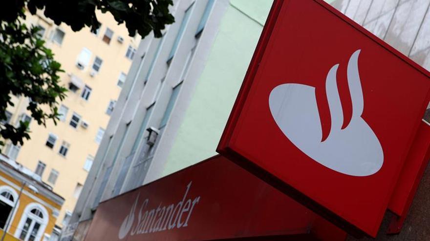 Santander y los sindicatos reducen un 13 %, a 3.223, afectados por el ERE