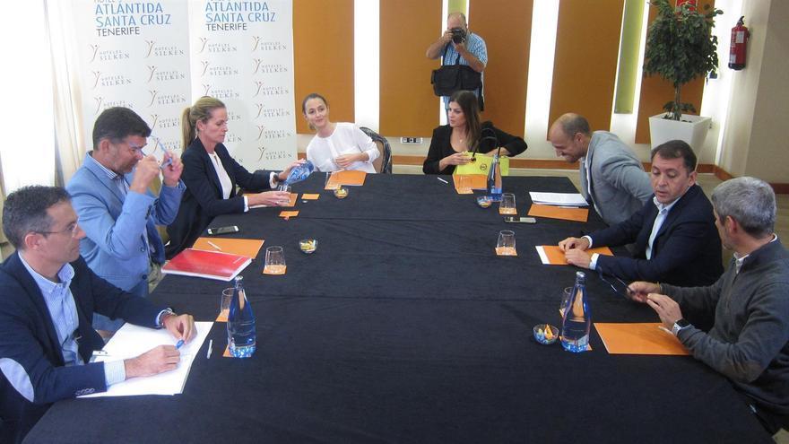 Reunión celebrada esta tarde en la capital tinerfeña entre integrantes de CC, PP y Cs