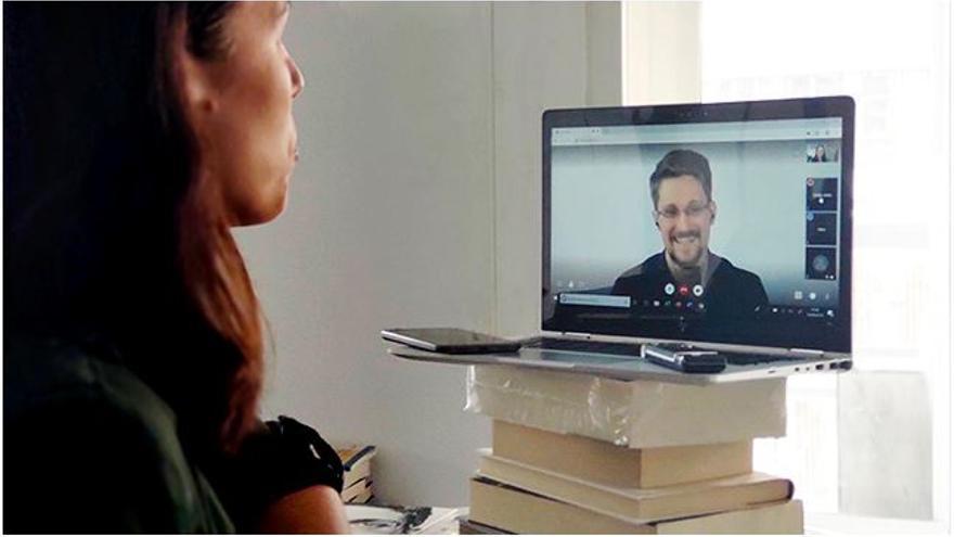 Entrevista con Edward Snowden a través de Skype.