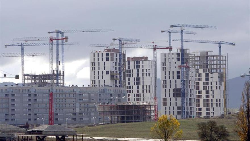 El precio de la vivienda modera su subida al 3,9 por ciento y suma 9 trimestres al alza