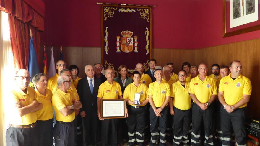 Los miembros de AEA en el acto de entrega de la distinción.