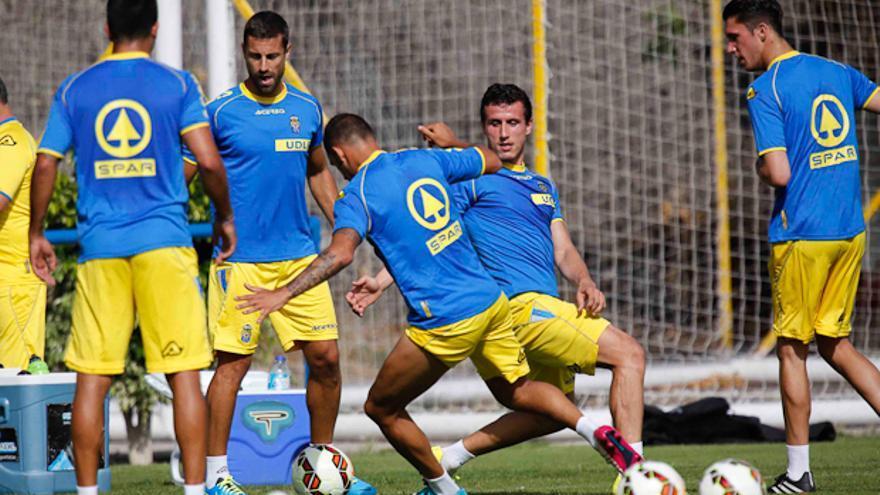 El primer entrenamiento atrajo a gran número de espectadores. Foto: Carlos Díaz Recio/ UD Las Palmas.
