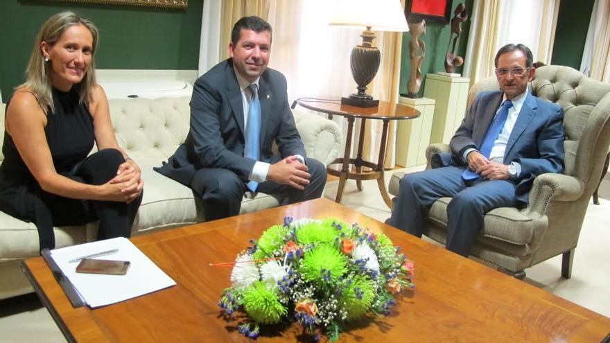 Mayte Pulido, Juan José Cabrera y Antonio Castro, en la reunión.