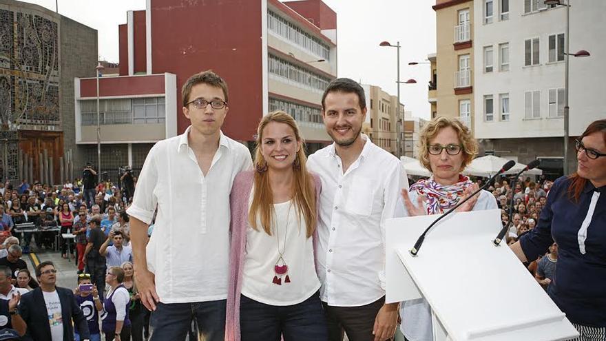 Iñigo Errejón, Noemí Santana, CarloS Meca, María Nebot y Natividad Arnáiz. (ALEJANDRO RAMOS)