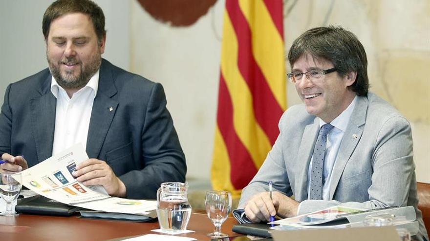 Puigdemont abrirá contactos con los grupos para la cuestión de confianza