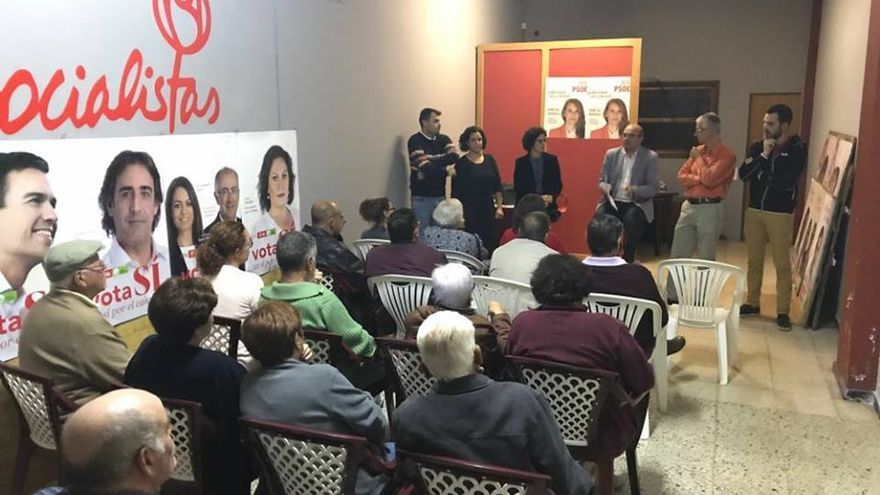 Reunión en la sede de la Agrupación Socialista de Barlovento.