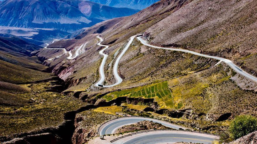 Curvas de la Cuesta de Lipán, que sube desde Purmamarca a la región puneña argentina. VIAJAR AHORA
