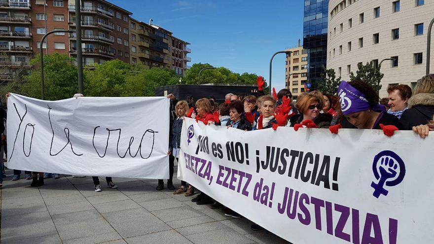 Concentración a las puertas del Palacio de Justicia para escuchar el fallo a 'la manada'