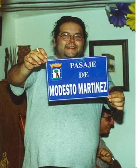 Modesto Martínez con la placa | MODESTOMARTINEZ.COM