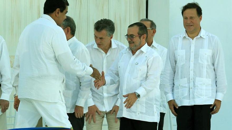 Comunidad internacional celebra firma de la paz en la que FARC pide perdón