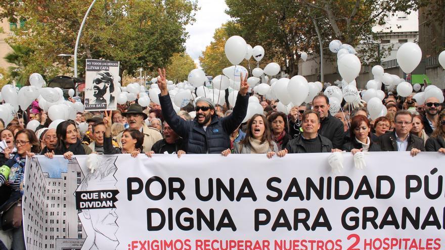 Jesús Candel (Spiriman) encabeza la manifestación contra la fusión hospitalaria