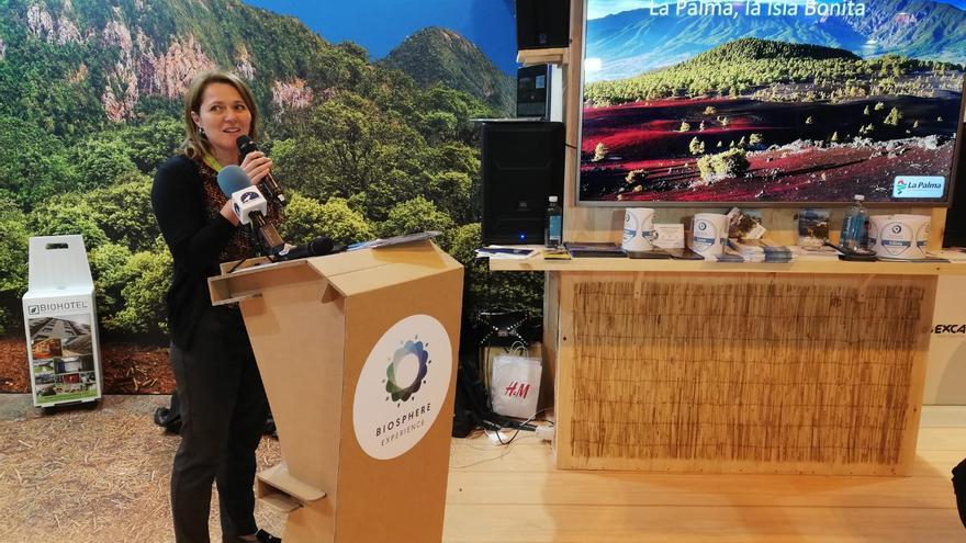 Alicia Vanoostende, consejera de Turismo del Cabildo de La Palma, este jueves, presentando aLa Palma como destino Biosphere