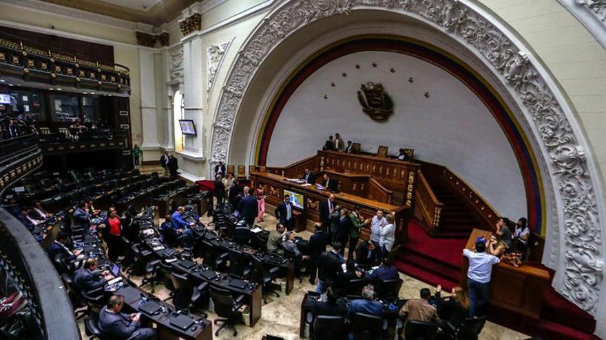 El Parlamento venezolano pide a las FFAA no colaborar con la elección de la Constituyente