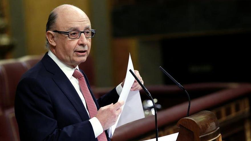 El Gobierno ordena pagar 3.080 millones a proveedores de sanidad y educación
