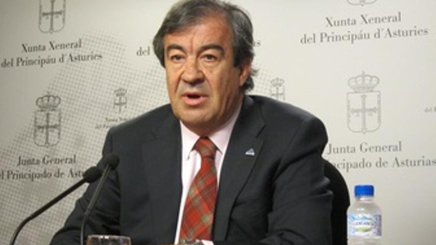 Rueda De Prensa De Francisco Álvarez-Cascos En El Parlamento
