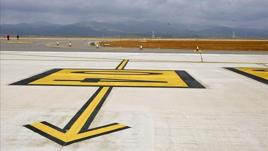 PSPV denuncia la presencia de un coche de carreras en aeropuerto de Castellón